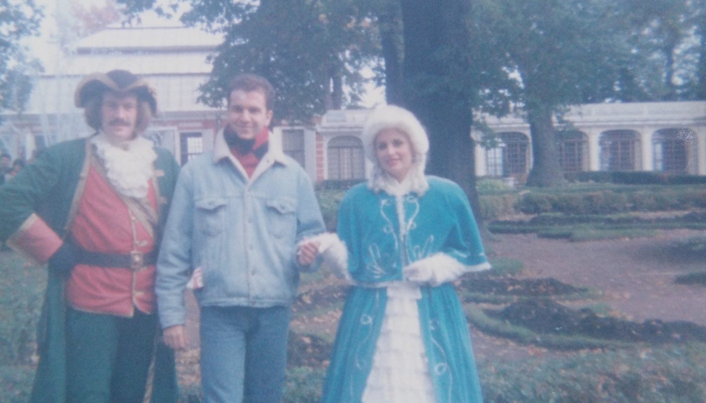 Društvo u vrtu letnjeg dvorca