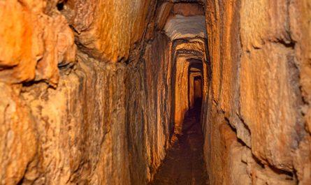 Tunel antičkog vodovoda u Novalju